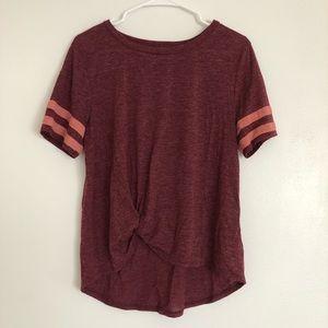 Short-sleeve maroon tie-knot t-shirt